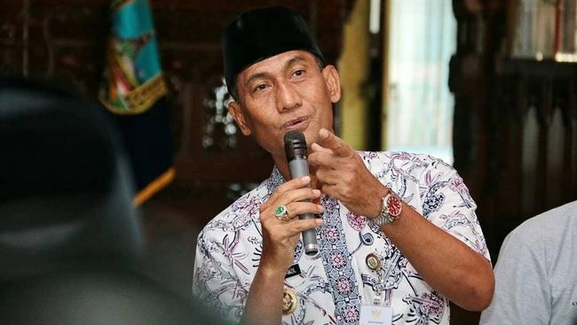 KPK mengatakan Bupati Kudus Muhammad Tanzil melakukan korupsi jual beli jabatan dengan alasan untuk membayar cicilan mobil.