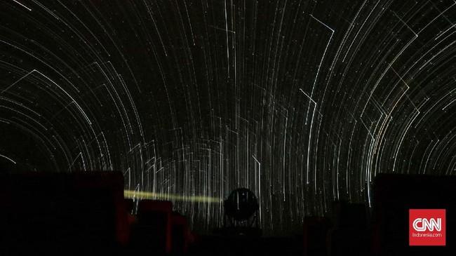 Planetarium yang didirikan sejak 1996 mulai terhambat oleh suku cadang sejumlah peralatan yang dimakan usia. Sebagian bahkan sudah usang dan tak pernah diganti.