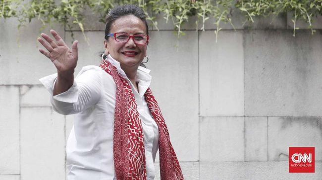 Christine Hakim adalah 'korban' obsesi Teguh Karya atas karya-karya Pramoedya Ananta Toer, termasuk 'Bumi Manusia'.