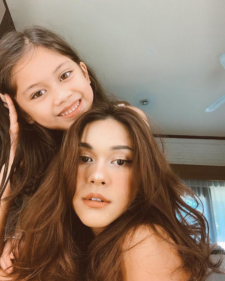 Intip potret kekompakan Nana Mirdad dan putrinya ini yuk, Bun. Seperti kakak dan adik lho!