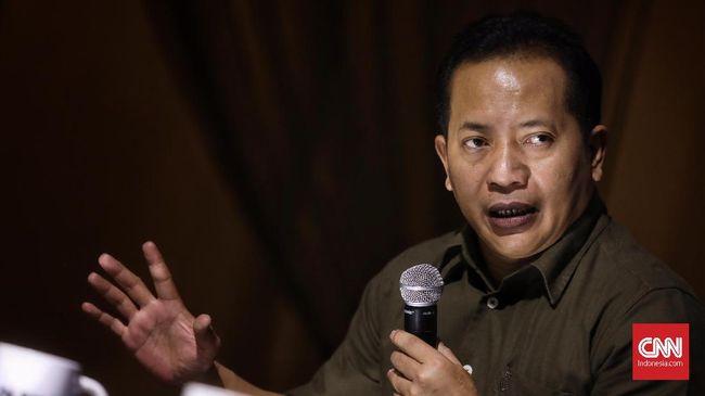 Waketum Gerindra Ferry Juliantono menyebut masyarakat harus berjuang sendiri karena pemerintah tak punya skenario jelas atasi corona.