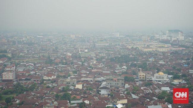 Singapura khawatir kualitas udara di negaranya bisa mencapai tingkat tidak sehat akibat kabut asap yang merupakan dampak dari karhutla di Indonesia.