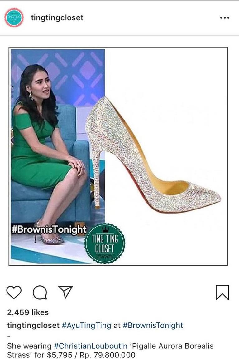 Tak hanya tas, Ayu gemar mengoleksi sepatu mahal. Salah satunya adalah sepatu dari Christian Loubotin seharga Rp79 juta. Sepatu heels ini terlihat cantik dan mewah dengan blink-blink.