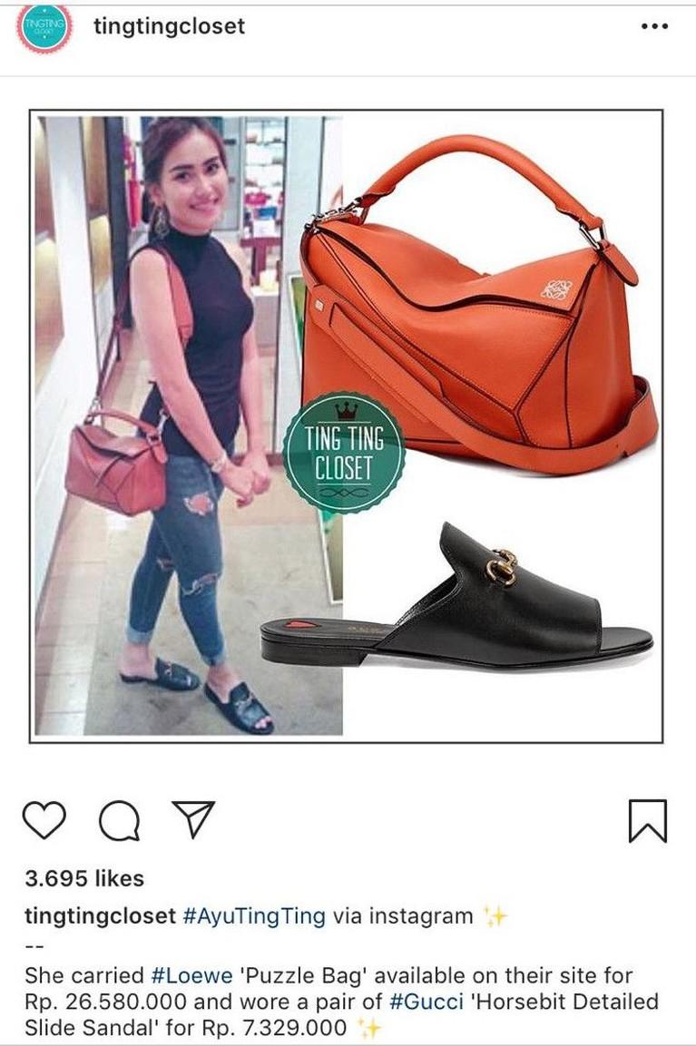 Ayu tampil santai dan kasual dnegan tank top hitam dan celana jins. Namun, tidak dengan tas yang dikenakannya Tas berwarna oranye ini seharga Rp26 juta. Sesanfkan sandal hitamnya keluaran Gucci dengan harga Rp7 juta.