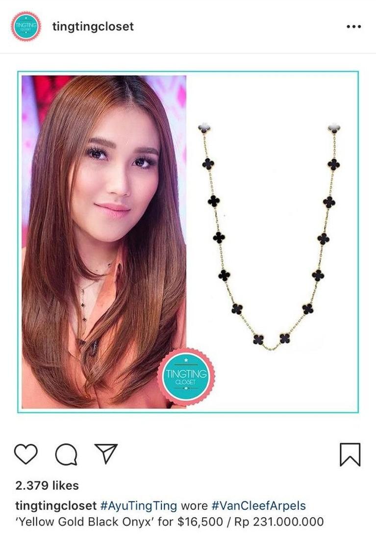 Tak hanya tas serta sepatu, Ayu juga mengoleksi perhiasan mewahnya. Salah satu kalung yang dimiliki Ayu adalah kalung dengan model panjang dan sederhana, tapi harganya Rp231 juta.