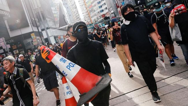 Sejumlah usaha yang tadinya mendapatkan keuntungan dari demo berkepanjangan di Hong Kong mulai merasakan imbas dari perlambatan ekonomi.