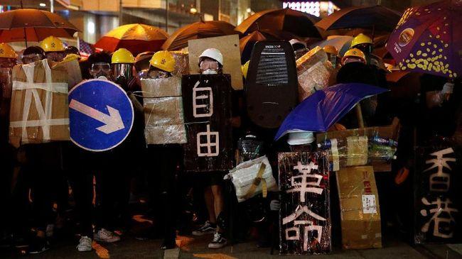 Demonstran Hong Kong minta bantuan Donald Trump sampai nasib perjanjian damai AS-Taliban.