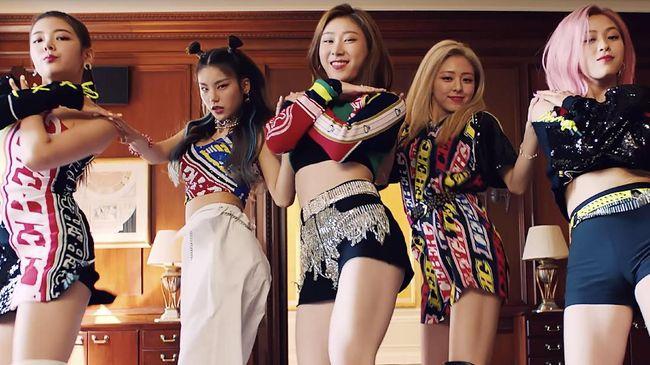 Girlband ITZY mengonfirmasi rencana mereka comeback lewat sebuah foto teaser pada Selasa (18/2) malam.