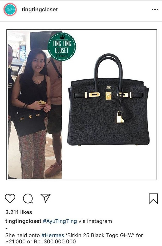 Tak hanya backpack kecil berharga puluhan juta, Ayu juga memiliki tas hitam Hermes dengan harga Rp300 juta.