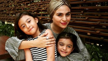 Lama Tak Terlihat, Tengok 6 Foto Asha Shara dan Kedua Putrinya