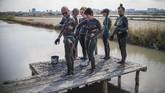 Untuk menghilangkan suhu panas, warga Bulgaria memilih untuk berendam di lumpur. Selain menghilangkan panas, spa lumpur ini juga untuk menghaluskan kulit.