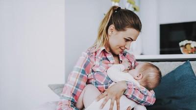 6 Tips Anti Nyeri Saat Menyusui Bayi Tumbuh Gigi