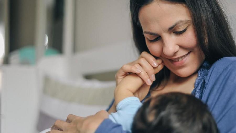 Manfaat Menyusui Bantu Sembuhkan Bayi Saat Flu