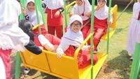 Senyum merekah anak-anak yang <em>happy</em> ketika main di taman. (Foto: dok.Trans 7)