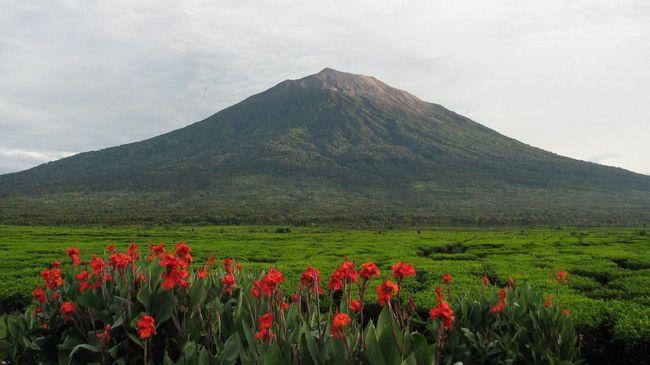 Jalur pendakian di Gunung Kerinci dan Danau Gunung Tujuh telah kembali dibuka dengan protokol kesehatan yang ketat.