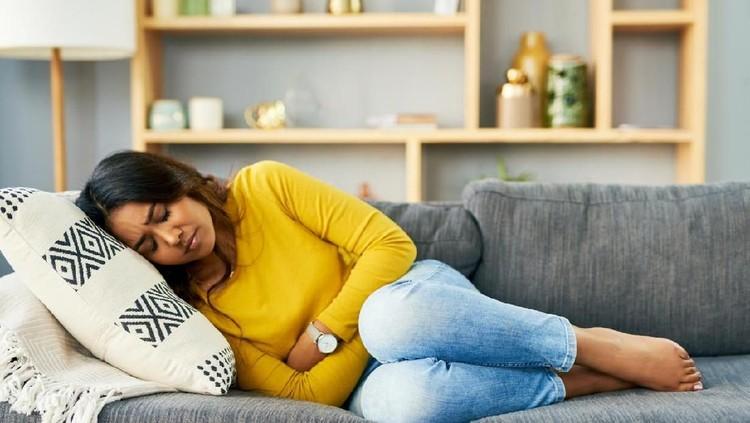 Salah satu ciri hamil adalah terlambat haid, Bunda. Namun, ternyata haid yang terlambat tak selamanya tanda hamil, melainkan karena beberapa sebab.