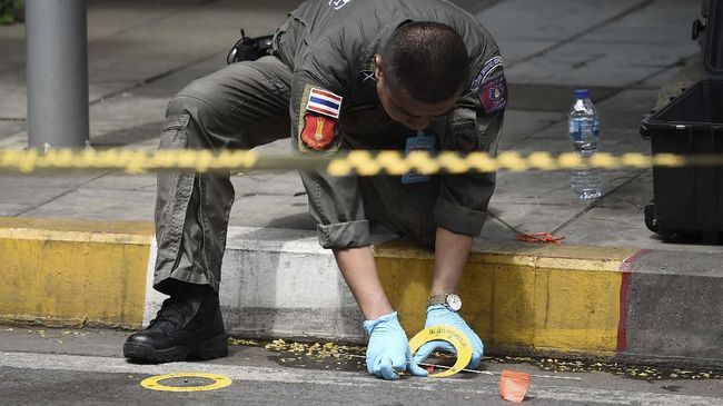 Kepolisian Thailand diizinkan mendata seluruh mahasiswa Muslim usai insiden bom di Bangkok. Kebijakan itu dikritik karena dianggap melanggar HAM.