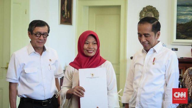 Baiq Nuril diundang ke Kompleks Istana Kepresidenan Bogor, Jawa Barat untuk bertemu Jokowi yang akan memberikan salinan keppres amnesti.