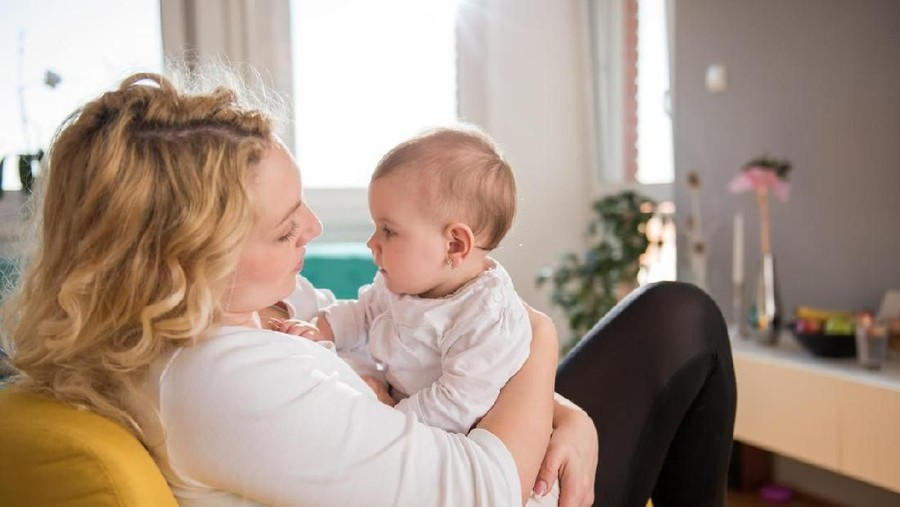 Tips Aman Menyusui Bayi yang Alami Alergi Makanan