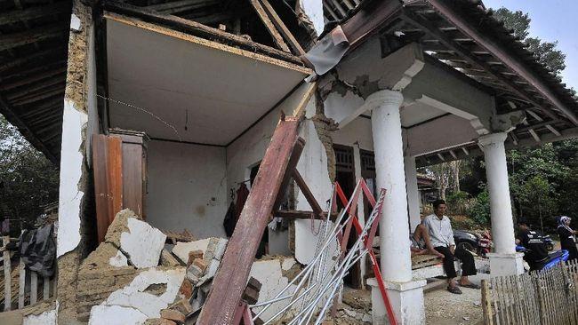 Asuransi gempa menggunakan Polis Asuransi Standar Gempa Bumi Indonesia (PSAGBI). Tanpa premi ini, properti rusak karena gempa tidak mendapatkan pengganti.
