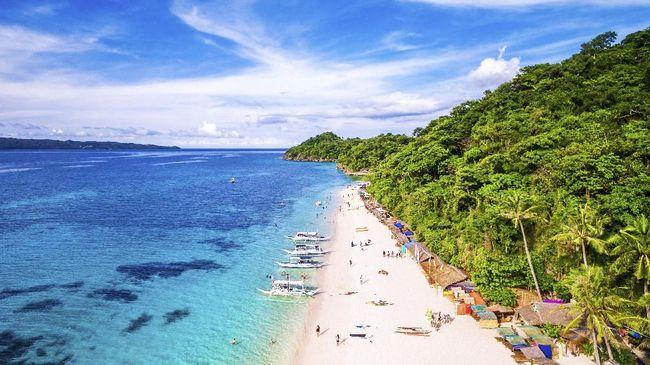 Bangunan bersejarah sampai pantai berpasir putih menjadi magnet kedatangan wisatawan mancanegara ke Filipina.
