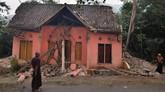 Penampakan rumah-rumah warga yang rusak di sebagian desa di Pandeglang pasca Gempa Banten.