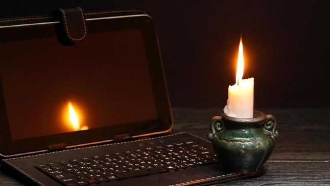 Gangguan pasokan listrik di Libanon terganggu akibat krisis ekonomi yang menyebabkan tingginya harga solar untuk pembangkit.