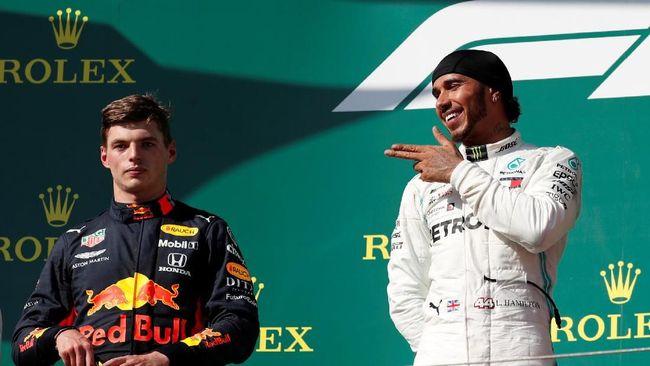 Lewis Hamilton menerima tantangan juara dunia MotoGP lima kali, Marc Marquez, untuk berduel menggunakan sepeda motor dan mobil F1.
