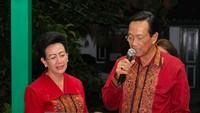 Pada 18 Mei lalu, Sri Sultan HB X bersama Ratu Hemas nampak menyanyi bersama saat merayakan hari ulang tahun pernikahan. Semoga sehat selalu dan berbahagia selamanya! (Foto: Instagram @gkrbendara)