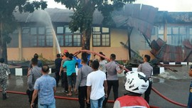 Gedung Biro Logistik Polda NTT Terbakar