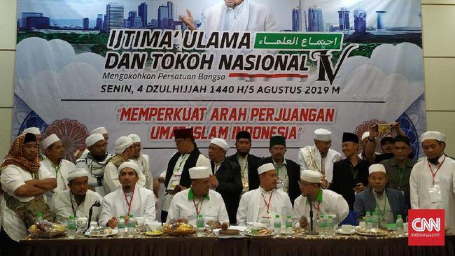 Ijtimak Ulama IV meminta umat Islam untuk sama-sama mewujudkan Negara Kesatuan Republik Indonesia (NKRI) bersyariah dan menyepakati penegakan khilafah.