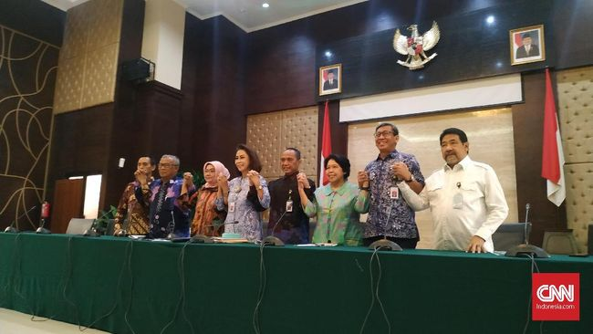 Dulu Pansel KPK bentukan Presiden Jokowi menuai kritik karena diisi orang dekat pemerintah. Kini, Timsel KPU bentukan Jokowi juga demikian.