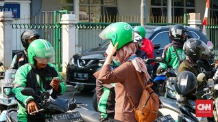 New Normal Dibonceng Ojol, Warga Diimbau Pakai Helm Sendiri