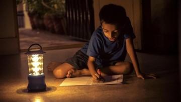 8 Aktivitas untuk Anak agar Tak Bosan Saat Mati Lampu