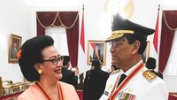 Mendampingi suami sebagai Sultan Yogyakarta, membuat semangat Ratu Hemas untuk turut berprestasi ikut terpantik. Tahun lalu, keduanya menjadi penerima bintang Mahaputera Utama. (Foto: Instagram @gkrhayu)