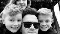 <p>Anak pertama Shane dan Gilliarn, Nicole Rose, lahir pada 23 Juli 2005. Disusul anak kedua, Patrick Michael, pada 2008, dan si bungsu Shane Peter pada 2010. (Foto: Instagram @shanefilanofficial)</p>