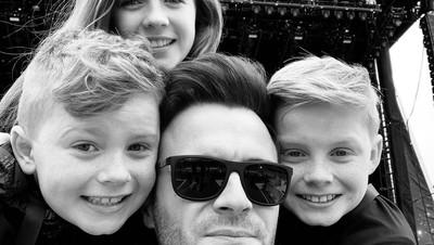 6 Potret Hangat Personel Westlife Shane Filan dan Ketiga Anaknya