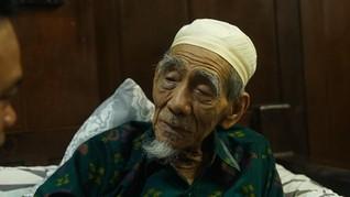 Kemlu Kontak Gus Yasin soal Pemakaman Mbah Moen di Makkah