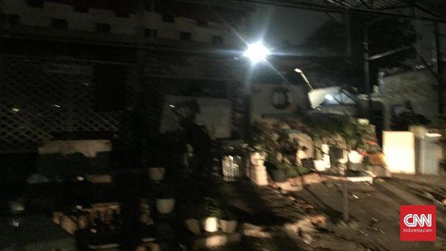 Polisi menduga penyerang Kafe yang menjadi lokasi nonton bareng pendukung PSM Makassar di Tebet, Jakarta merupakan pendukung Persija.