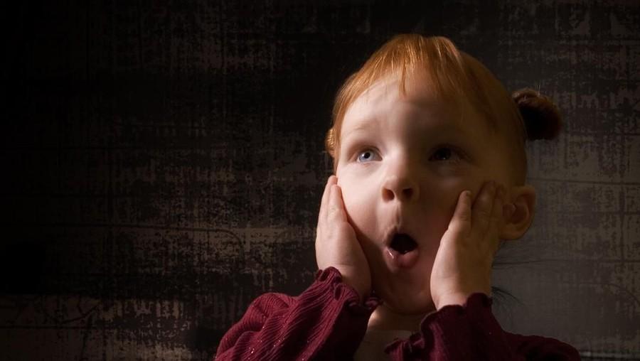 5 Tips Mengatasi Anak yang Takut Gelap Saat Mati Lampu