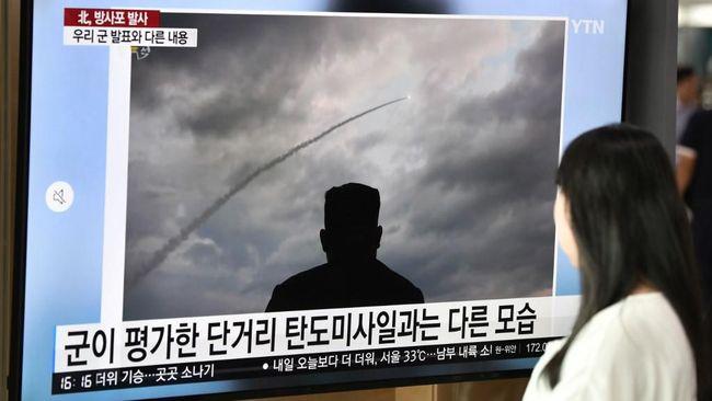 Pemerintah Korea Utara mengejek Perdana Menteri Jepang Shinzo Abe sebagai seorang yang 'idiot' setelah mengkritik uji coba peluncur roket ganda pekan lalu.