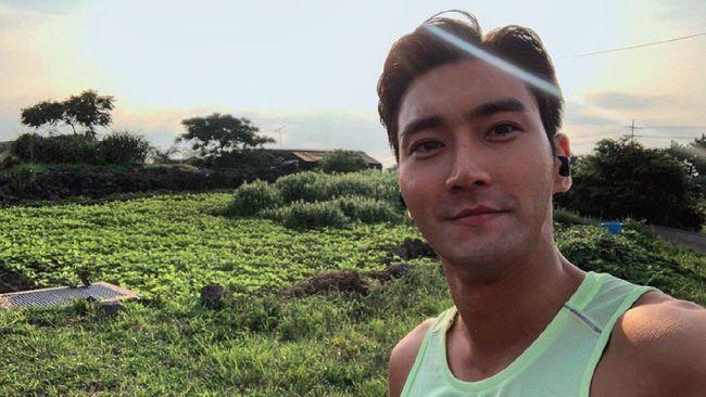 Pandemi memicu orang bertemu dengan hobi baru, begitupun dengan idol Korea Siwon Choi yang mengaku hobi merawat tanaman hias.