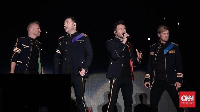 Westlife resmi menutup tur mereka di Indonesia pada Minggu (1/9) malam di Klenteng Sam Poo Kong Semarang, Jawa Tengah.