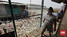 Anies Akan Beri Sanksi Perusahaan Pelanggar di Kampung Bengek