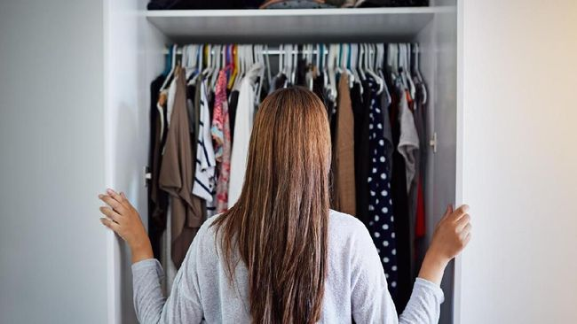 Baju harus dirawat dengan cara yang tepat agar tahan lama. Berikut beberapa cara tepat merawat baju.