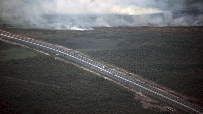 Sebagian wilayah di Sumatera berselimut kabut asap karena kebakaran hutan dan lahan (karhutla). Kabut asap juga mulai mengganggu kesehatan warga.
