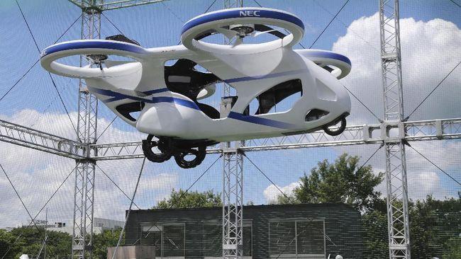 Sebuah perusahaan Jepang, Sky Drive Inc. mengumumkan keberhasilan mereka dalam melakukan uji coba mobil terbang.