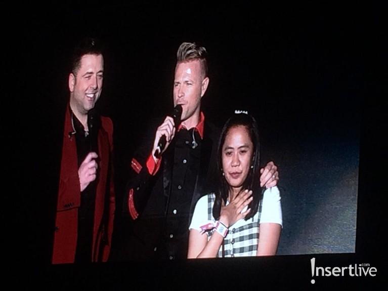 Di lagu Better Man, Westlife juga mengajak salah satu penonton ke atas panggung untuk bernyanyi bersama.