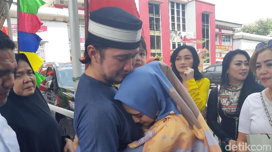 Kebahagiaan Istri Sambut Mandala Shoji Bebas dari Penjara