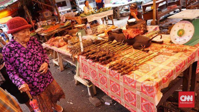 Ular, biawak, babi hutan, kucing, anjing, tikus hutan, dan kelelawar adalah deretan hewan yang dagingnya diperjualbelikan di Pasar Ekstrem.